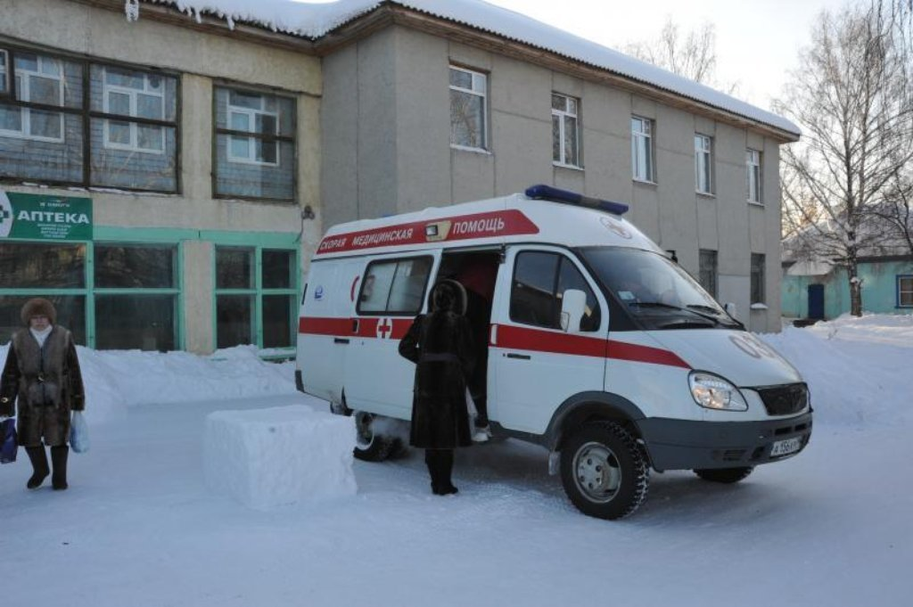 В РФ пациента выбросили из скорой помощи на снег. ВИДЕО