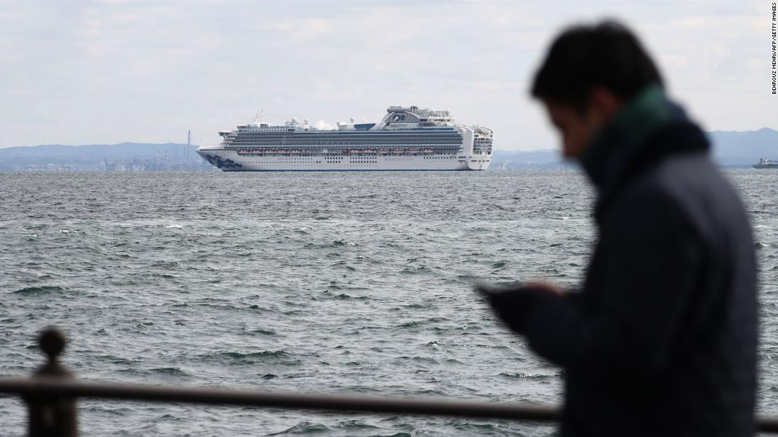 Врачи обнаружили коронавирус у 61 пассажира лайнера Diamond Princess: на борту 25 украинцев