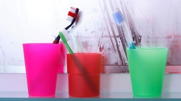 Раскрыта опасность хранения зубных щеток в ванной