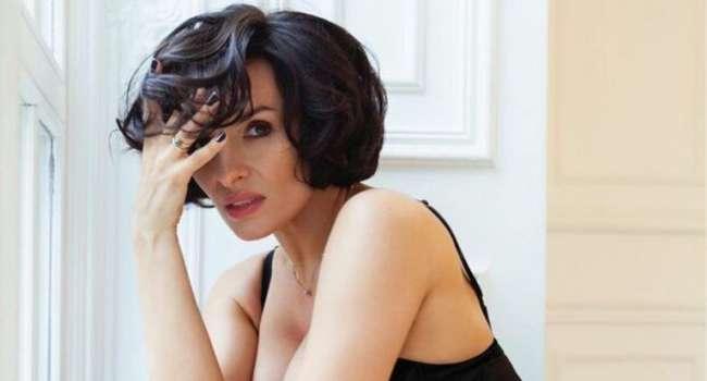 «Без косметики – огонь»: Надежда Мейхер сообщила о переносе своих концертов из-за коронавируса, а также показала лицо без макияжа