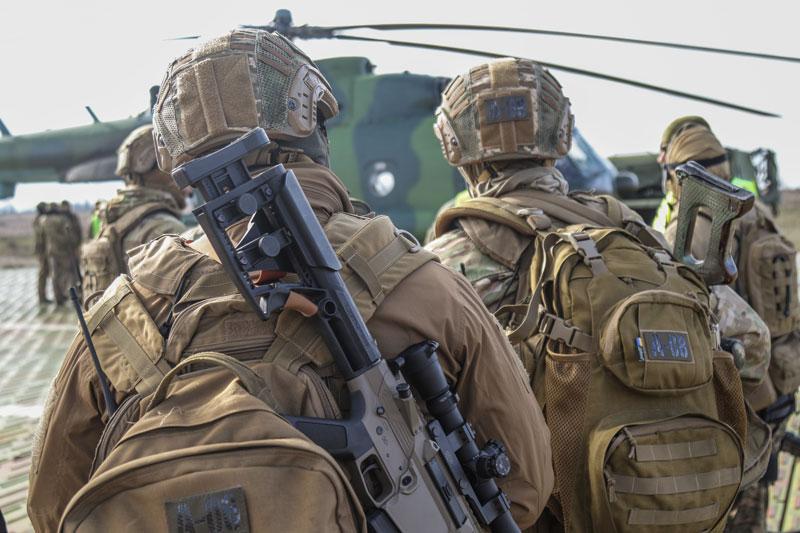 Бійці ЗСУ відпрацювали техніку безпарашутного десантування. ФОТО