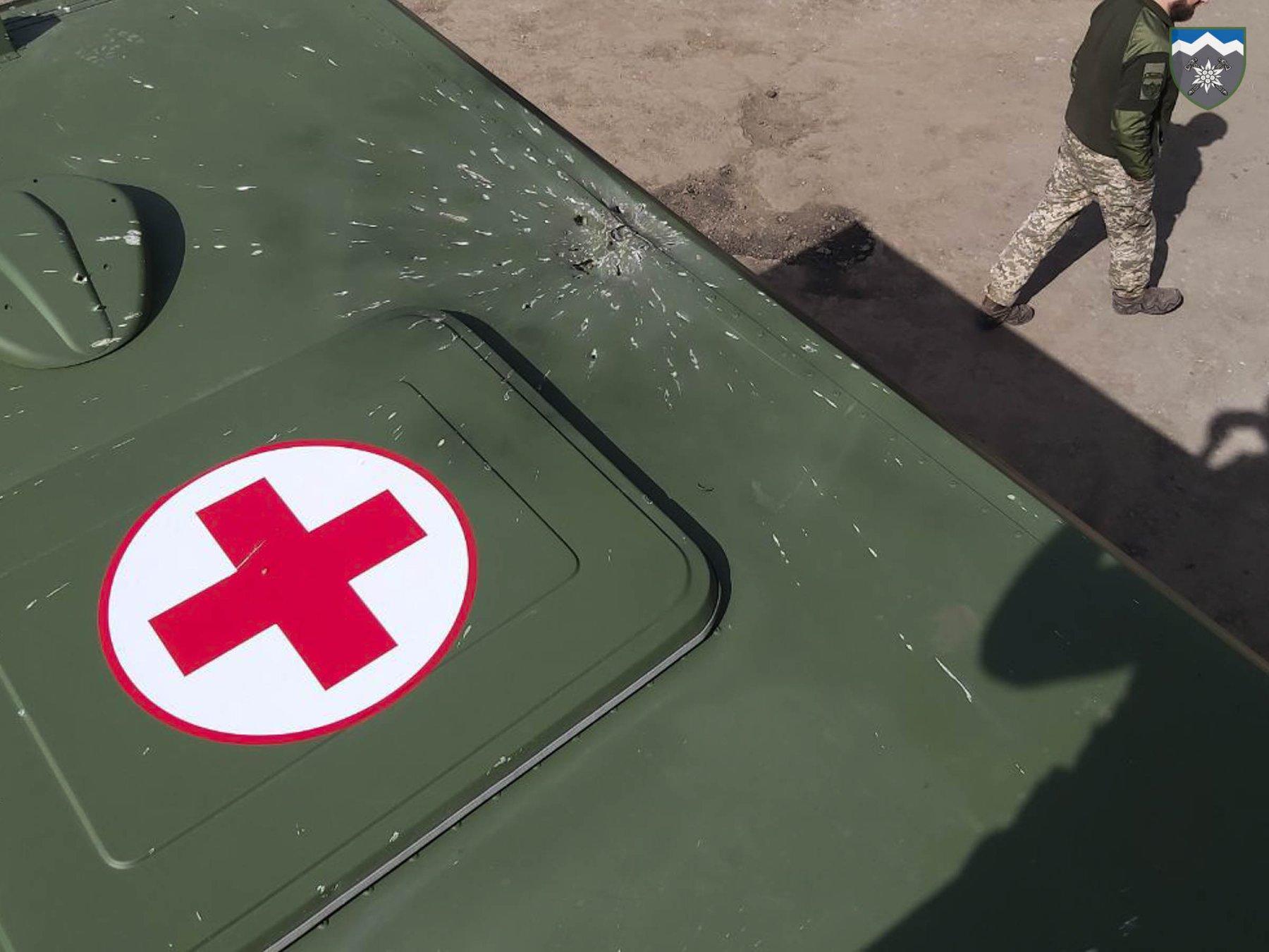 Підступна атака: БПЛА бойовиків скинув гранати на санітарний автомобіль ЗСУ. ФОТО