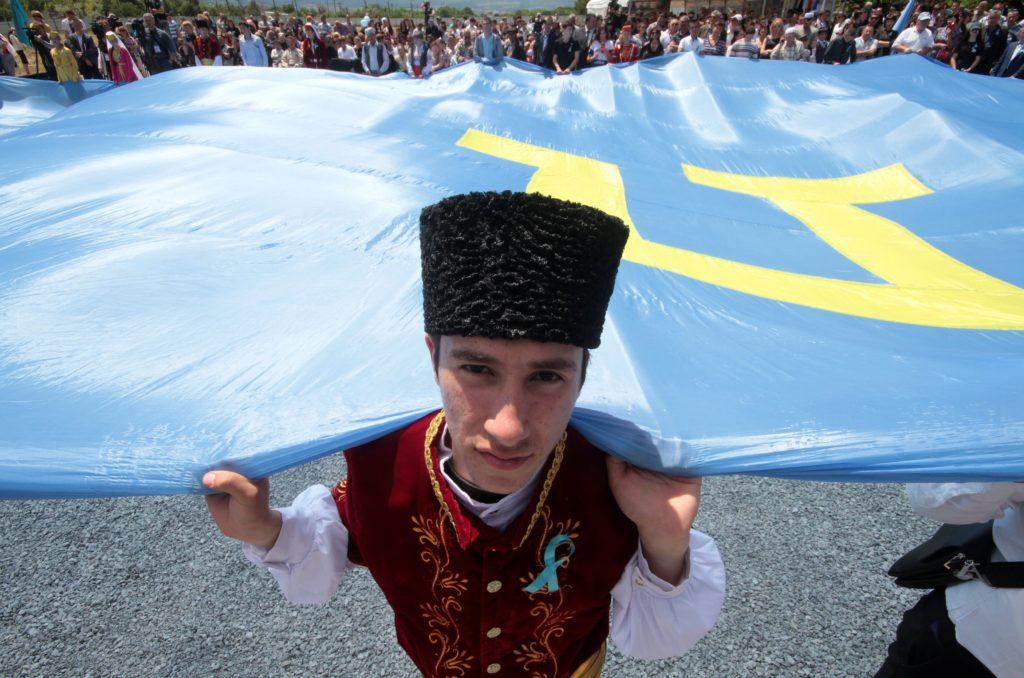 Репрессии в Крыму: оккупанты запугивают коренное население, раздавая «предостережения». ВИДЕО
