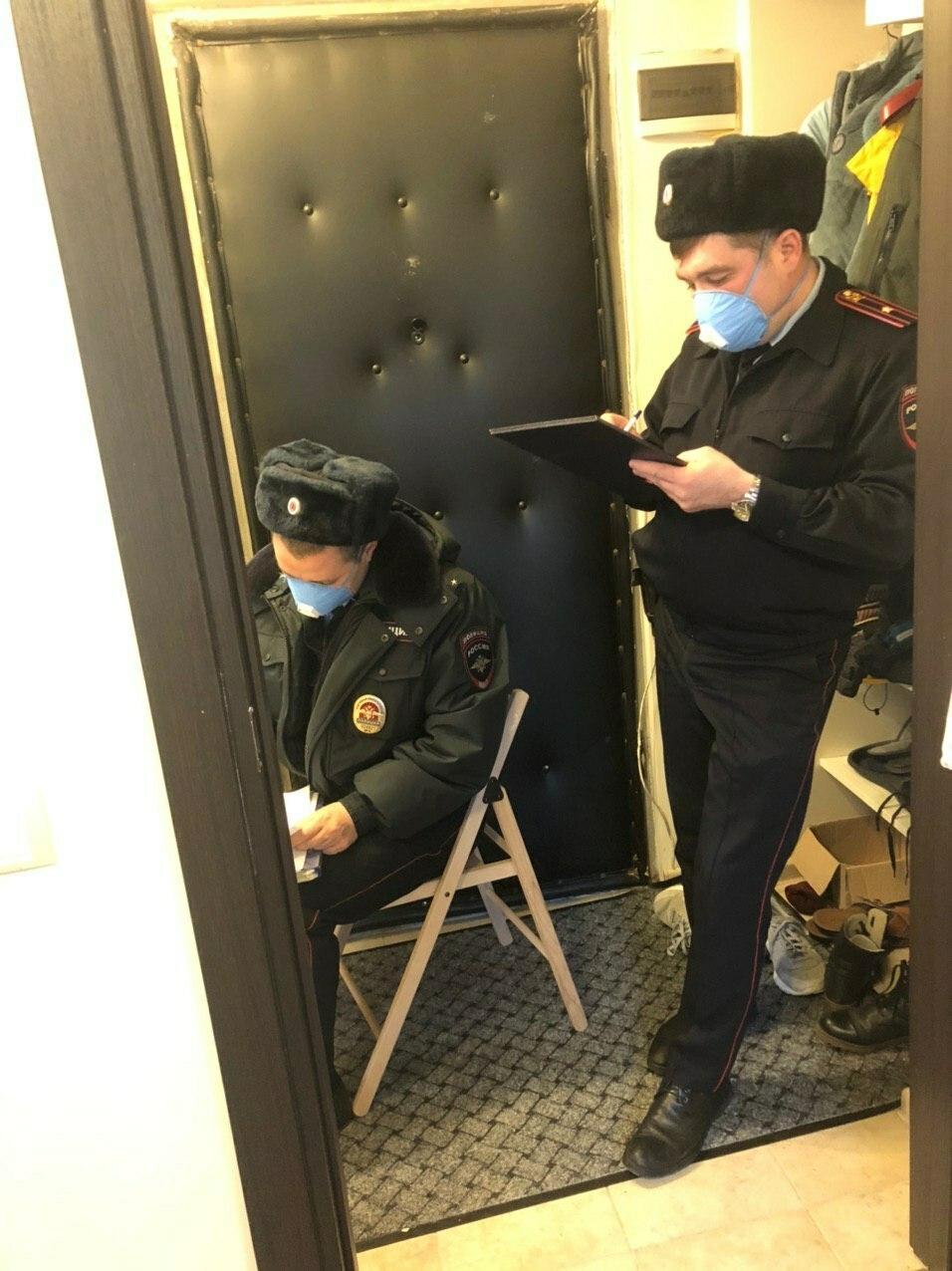 В Москве наказали мужчину, который выбросил мусор, находясь в карантине. ФОТО