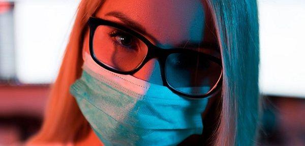 Медики рассказали, как сохранить зрение в период самоизоляции