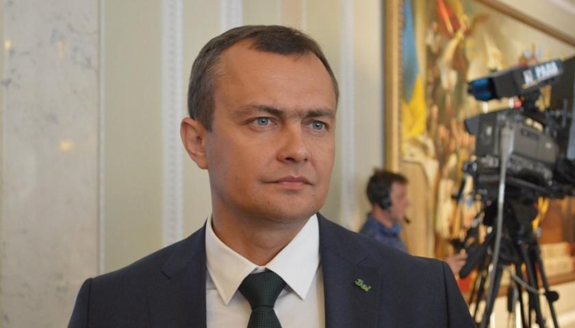 Коронавирус подбирается к Зеленскому: заболел близкий к семье президента нардеп