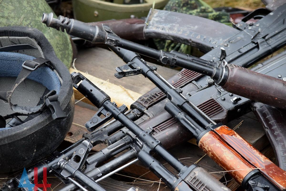 До окупантів на Донбас надішли чергові вагони зі зброєю та танками з Росії – розвідка