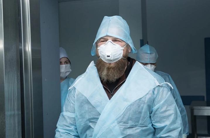 Кадыров болен коронавирусом: за неделю до болезни он заходил в палату зараженного. ВИДЕО