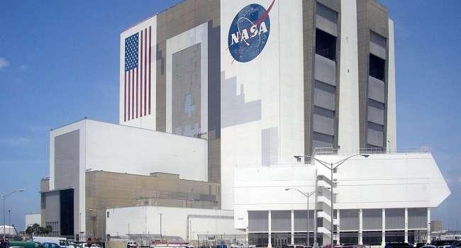 Компания Илона Маска готова высадить астронавтов на Луну уже к 2024 году