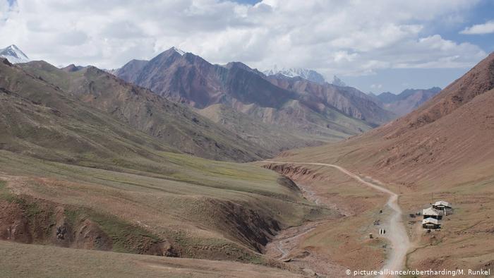 Между пограничниками Таджикистана и Кыргызстана произошла перестрелка: есть раненные