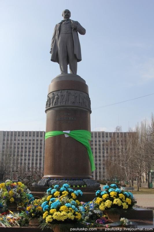 В окупованому Донецьку планують знести пам'ятник Шевченку і встановити на його місці статую Сталіна