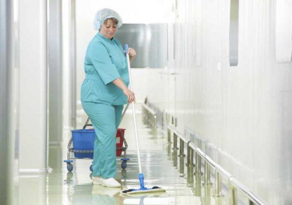 В России детским врачам предложили добровольно перевестись в уборщики