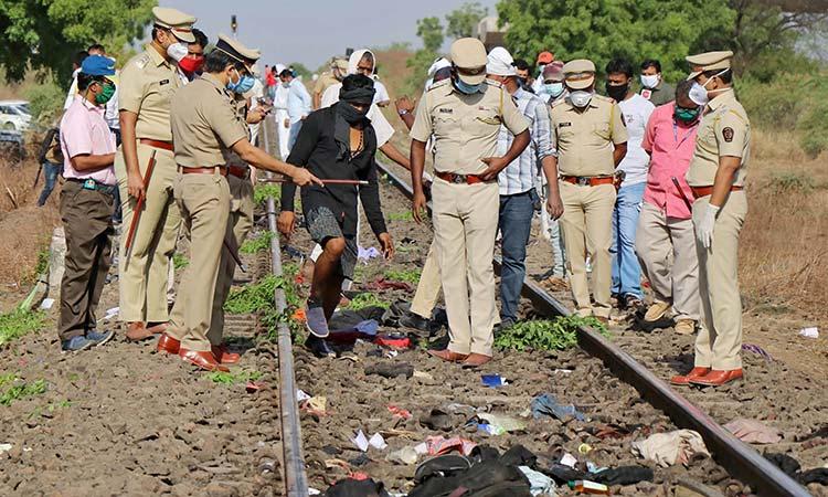 В Индии под колесами поезда погибли 14 трудовых мигрантов