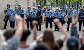 В США после убийства афроамериканца сожгли участок полиции