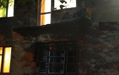 Три человека выпали с балкона из-за ненадежных перил