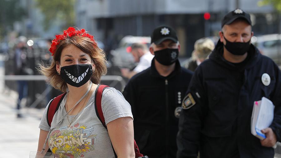 У спеку маска перетворюється на розсадник мікробів – лікар-інфекціоніст