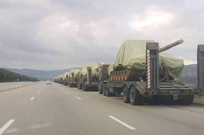 Армия Алжира стягивает боевую технику к границе с Ливией