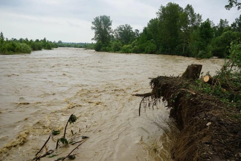 На западе Украины объявлен красный уровень опасности