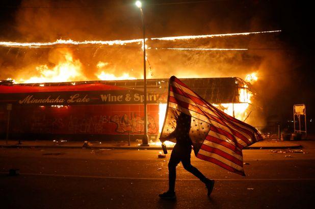 РФ может быть причастна к массовым безпорядкам в США: заявление экс-советника Обамы