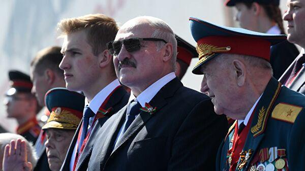 Сын Лукашенко взбудоражил соцсети своим появлением на параде в Москве