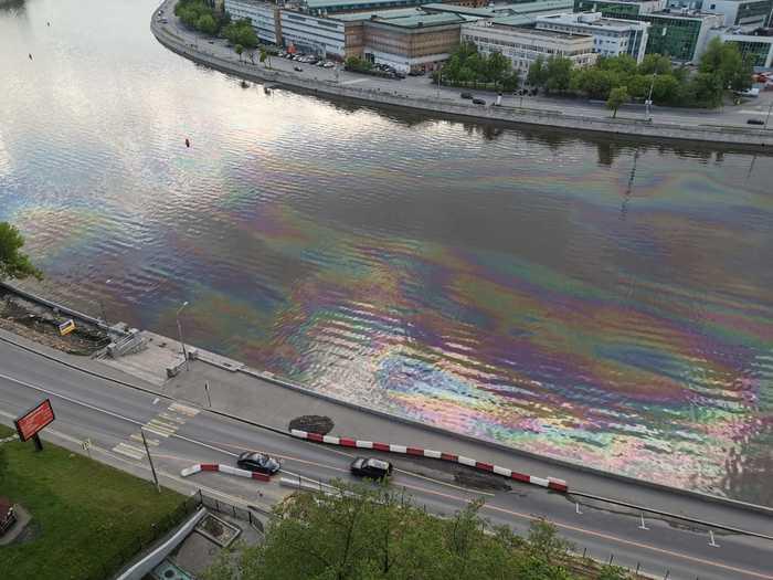В России тысячи тонн солярки вылились в арктическую реку. ФОТО