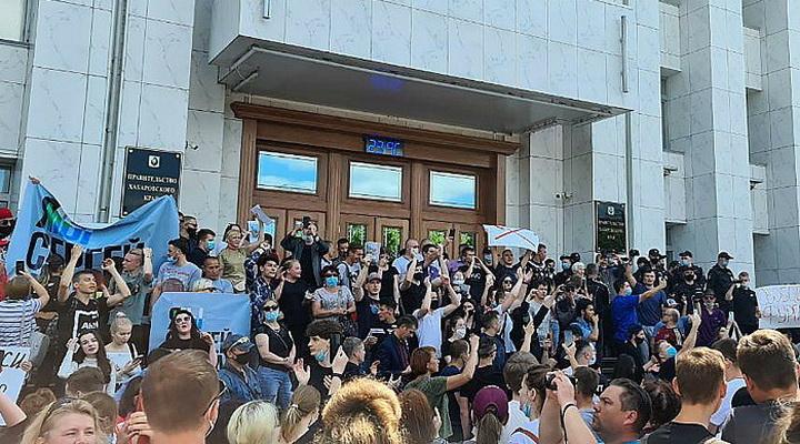 Хабаровский пат Кремля: уступать или подавлять