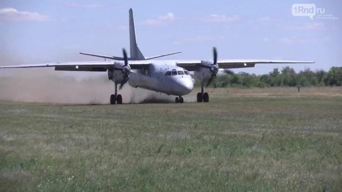 Авіація РФ відпрацювала посадку на грунтовий аеродром біля кордону з Україною. ФОТО