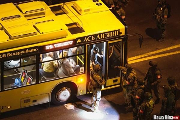 Страшный репортаж: как в тюрьмах Белоруссии избивают задержанных на митингах