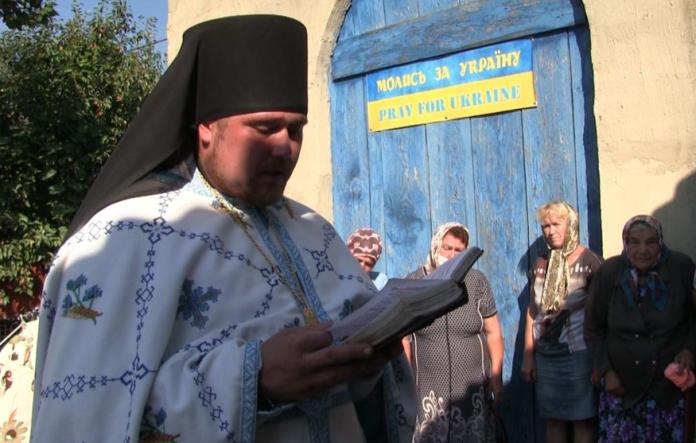 Священник ПЦУ, якого катували російські бойовики, розбудовує українську церкву на Донбасі