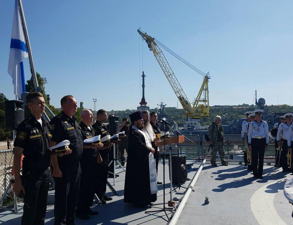 В Криму окупанти в рясах благословили моряків РФ на виконання бойових завдань