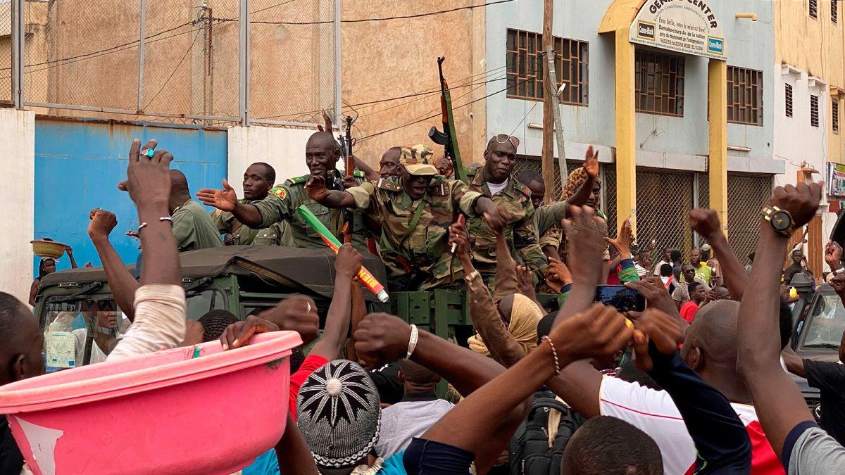 Военный переворот в Мали: западноафриканские страны закрывают границы
