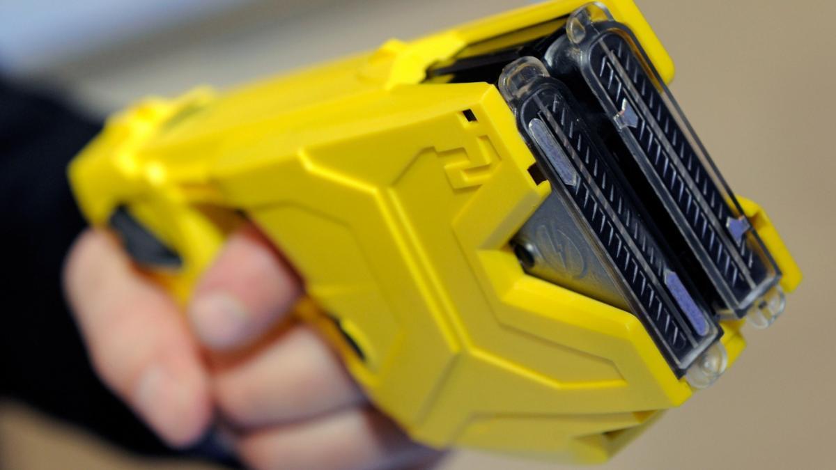 Національну поліцію України озброюють електрошокерами