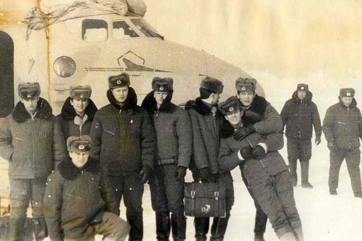 Аварийная в поле самолета Ан-26Ш 46-го УАП Ворошиловградского ВВАУШ им.Пролетариата Донбасса