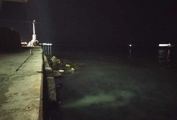Оккупанты сливают канализацию в море прямо в центре Севастополя: опубликовано фото