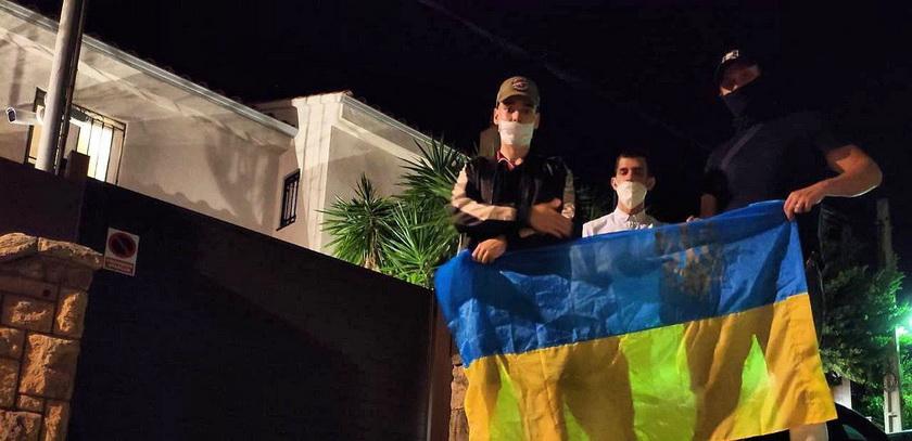 Виллу Шария в Испании посетили украинские патриоты. ФОТО