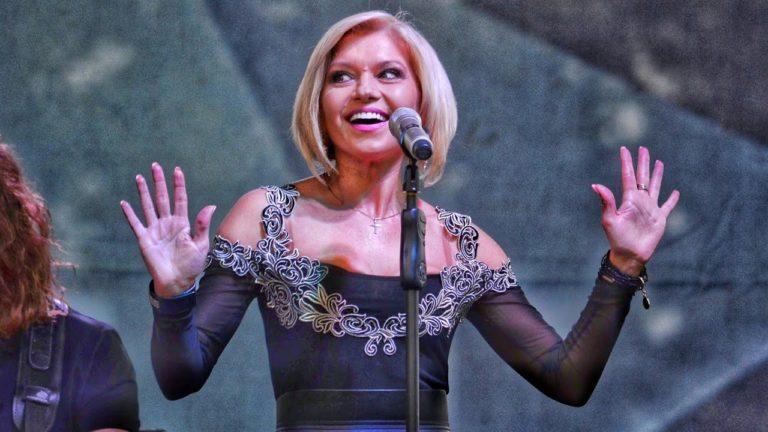 Жена Олега Винника выступила с сольным номером на его концерте: поклонницы обзавидовались