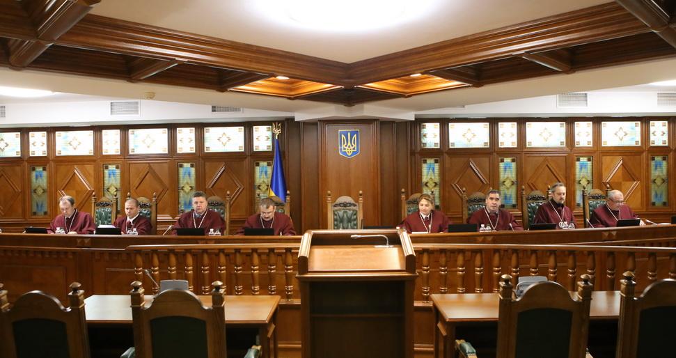 """КСУ розгляне закон """"про дискримінацію російськомовних"""". Згорів сарай, гори і хата"""