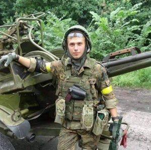 Максим Авраменко потрапив у полон, де йому пр#стрілили обидві ноги, коли він відмовився стати на коліна та витерти ноги об прапор України.