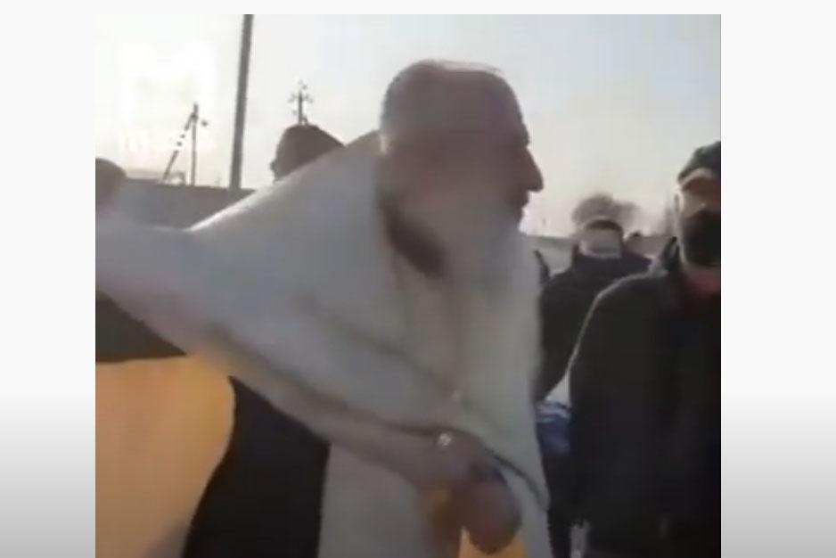 П'яний священник РПЦ спровокував конфлікт на похороні: подробиці і відео