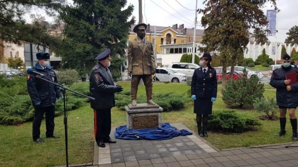 Памятник, теперь в Краснодаре