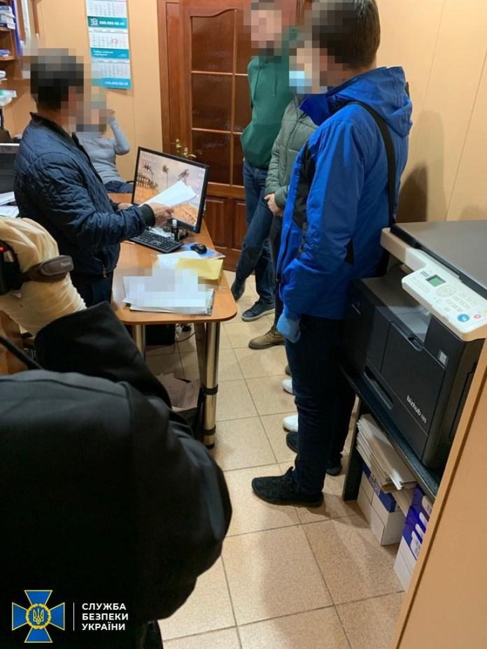 СБУ затримала нотаріуса, який засвідчував документи терористичної організації «ДНР»: опубліковано фото