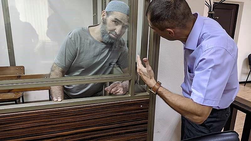 Суд в РФ запретил политзаключенным крымским татарам общаться на родном языке