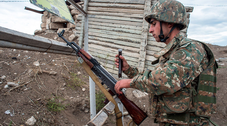 В Нагорном Карабахе произошло столкновение между миротворцами РФ и военнослужащими Армении. ВИДЕО