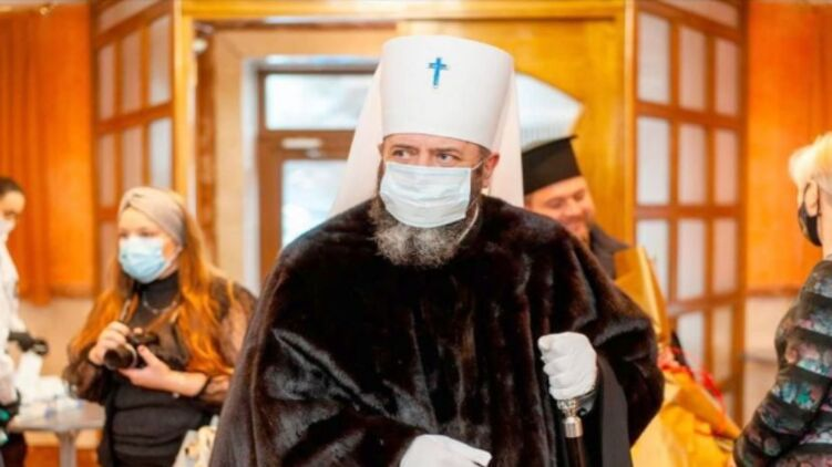 Фото дня. Митрополит Луцький і Волинський в норковій шубі прийшов до міськради