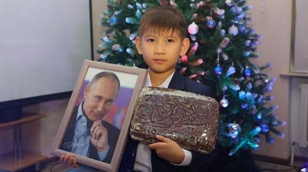 """Мальчик просил у Путина акции """"Газпрома"""", подарок насмешил пол мира"""