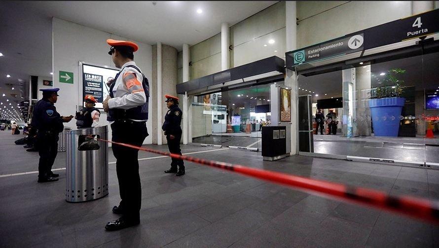 Четверо украинцев застряли в аэропорту Мехико, их удерживают без воды и связи