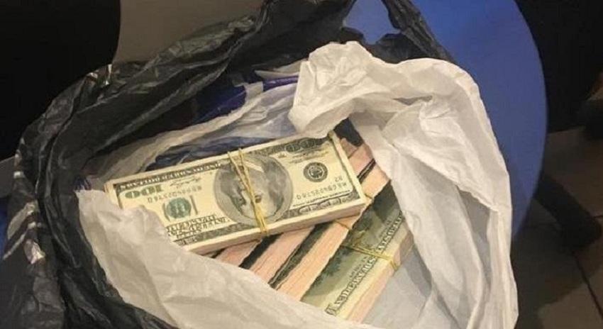 Де гроші??? Київські прокурори під час зберігання замінили арештовані гроші на фальшиві. Хтось відповість за це? (ВІДЕО)