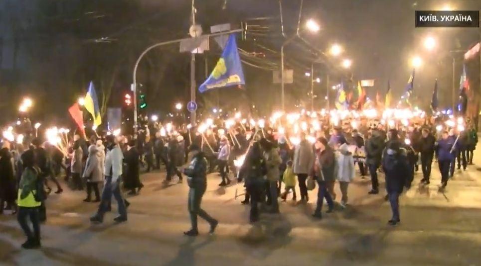 День рождения Бандеры: в Киеве 1 января устроили факельное шествие