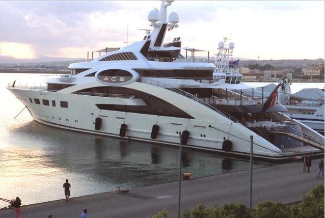 """Кажете: в країні немає грошей? … Та ось вони … Супер-яхта """"Ace"""" Косюка. Придбана завдяки пільгам і державним дотаціям… За цю """"крихітку"""" можна забезпечити пів країни …ВІДЕО"""