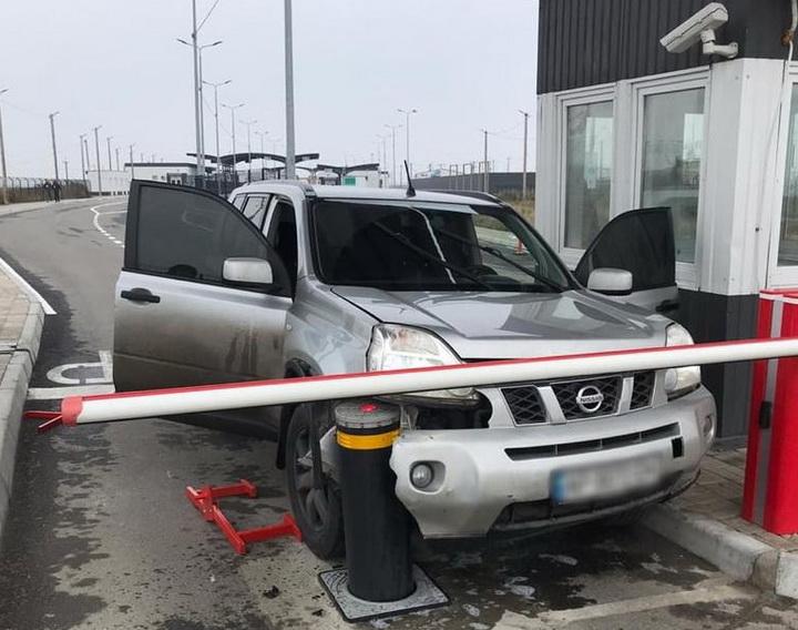 На адмінкордоні з Кримом відбулася спроба прориву автомобіля. ВІДЕО